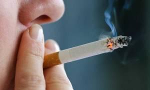 Как держать сигарету в руке мужчине